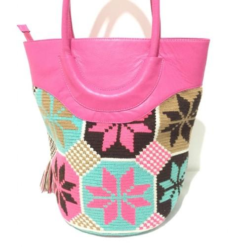 Bolso de cuero con tejido wayuu